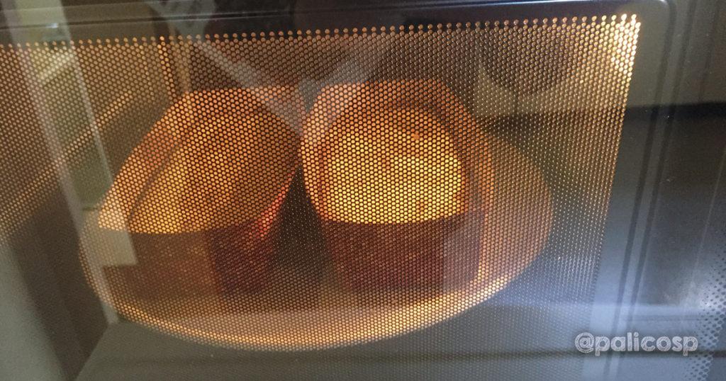 ケーキを焼いているときに、オーブンのドアを開けたらダメ